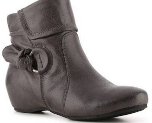 bare-traps-ankle-boot